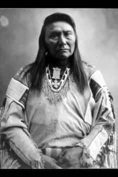 Nez Perce Chief Joseph in studio portrait :: American Indians of the Pacific Northwest -- Image Portion Native American Pictures, Native American Beauty, Native American Tribes, Native American History, American Indians, Chef Joseph, Joseph Joseph, Native Indian, Red Indian