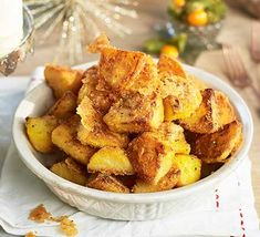 Coat your roast potatoes with polenta for extra crunch and parmesan for seasoning. A great side dish for a special Sunday roast or Christmas lunch Christmas Lunch, Christmas Breakfast, Christmas 2016, Christmas Stuff, Christmas Recipes, Vegetarian Breakfast, Breakfast Recipes, Dinner Suggestions, Kochen