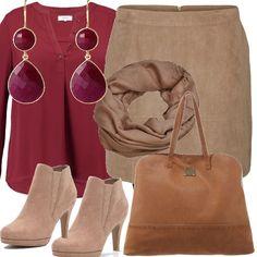 Per un'uscita con le amiche la gonna color sabbia si abbina allo stivaletto con tacco alto e alla borsa color cammello, Al collo un foulard che si posa sulla casacca bordeaux, due gocce di rubino negli orecchini: taglie fino alla 60.