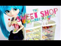 ▶ How to Make a Doll Sweet Shop Candy Counter - YouTube Barbie Dolls Diy, Ooak Dolls, Diy Doll, Girl Dolls, Barbie Stuff, Doll Stuff, Baby Dolls, All American Doll, American Girl Crafts