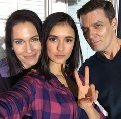 Nina Dobrev (Elena Gilbert) with her TV parents behind the scenes of The Vampire Diaries series finale 8x16