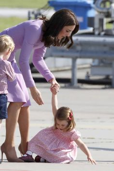 Kate Middleton Handles Princess Charlotte's Temper Tantrum Like a Seasoned Pro | CafeMom