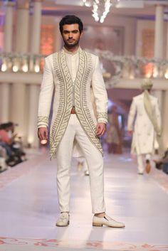 Wedding Dresses Indian Men Couture Week New Ideas Mens Indian Wear, Indian Groom Wear, Indian Men Fashion, Mens Fashion Wear, Fashion Shoot, Men's Fashion, Wedding Dresses Men Indian, Wedding Dress Men, Wedding Suits