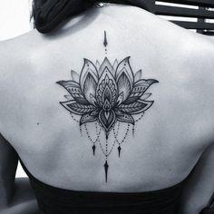 Tatouage fleur - zoom sur le mysticisme derrière le lotus et la fleur de lys