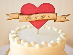 Nombres sobre corazón de madera con un toque rústico / Name on Love Heart Cake Topper Wedding