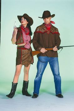 Mit diesem sexy Outfit stehlen Sie Ihren männlichen Kollegen die Show. Nicht nur passend zu Fasching, sondern auch zu sonstigen Auftritten. Das Kostüm besteht aus einem Rock und einer Weste (Bolero). Hergestellt aus 100 % Polyester. Bitte das Kostüm in einer Konfektionsgröße größer bestellen als normal.  VPE anzeigen: nein