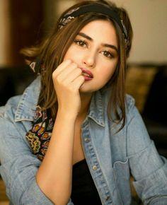 Outstanding Collection Of Pakistani celebs Sajal Ali, Cute Girl Poses, Girl Photo Poses, Stylish Girls Photos, Stylish Girl Pic, Pakistani Girls Pic, Girls Dp For Whatsapp, Fashion Photography Poses, Pakistani Actress