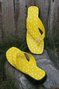 691dbc8cffff77 Keeping it Simple  yellow painted sandals tutorial Designer Sandals