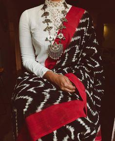 Beautiful sari blouse styles Check out more info on . Sari Blouse, Saree Blouse Designs, High Neck Saree Blouse, Collar Blouse, Indian Dresses, Indian Outfits, Saris Indios, Saree Jewellery, Designer Sarees