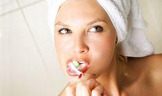 Du risikerer at dø for tidligt, hvis du er for lemfældig med tandbørsten. Chewing Gum, Health Fitness, Hollywood, Beauty, Lava, Rast Vlasov, Exercise, Beautiful, Slim Fast