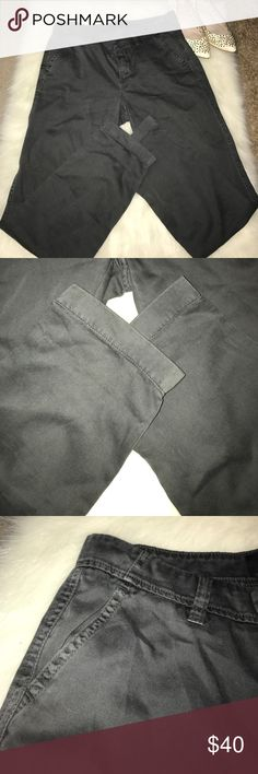 "J Crew Chino Pants Cotton pants with a bit of a stretch. 2 pockets in the front and 2 in the back with buttons. Sits lower on the hip and can be rolled up. Outseam 37""/ Inseam 28"". J. Crew Pants Straight Leg"
