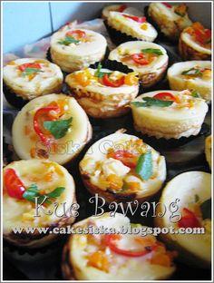 Indonesian Desserts, Asian Desserts, Indonesian Food, Indonesian Recipes, Donut Recipes, Baking Recipes, Snack Recipes, Savory Snacks, Yummy Snacks