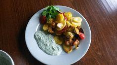 Veggies, curry madras, chicken, potatoes in oven 220C 40min. Sauce yoghurt garlic mint