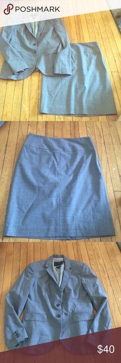 Banana republic skirt and blazer Cute blazer with matching skirt set . Worn twice . Skirt is around 21 inches long Banana Republic Jackets & Coats Blazers