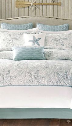 Beach Style Bedroom Ideas - Make your bedroom a relaxing trip with a beach themed bedroom. Check Out 35 Cool Beach Style Bedroom Design Ideas. Seaside Home Decor, Beach Cottage Decor, Coastal Cottage, Coastal Decor, Coastal Farmhouse, Beach House Bedroom, Beach Room, Home Bedroom, Master Bedroom