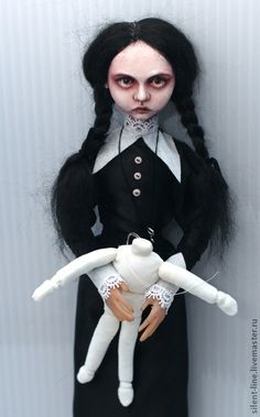 - handmade Venzdi Addams.