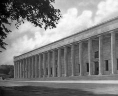 The Haus der Deutschen Kunst (House of German Art) in Munchen. built in 1933 by the Germman architect Paul Ludwig Troost. Built in a stripped down classicism it is reminiscent of the front facade of the Altes Museum of Schinkel.