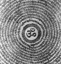 """Figura mandálica sánscrita con la sílaba """"Om"""" en su centro. #Poesiavisual"""
