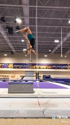 Gymnastics Moves, Gymnastics Tricks, Gymnastics Flexibility, Amazing Gymnastics, Acrobatic Gymnastics, Dance Choreography Videos, Dance Videos, Cheer Stunts, Cheerleading