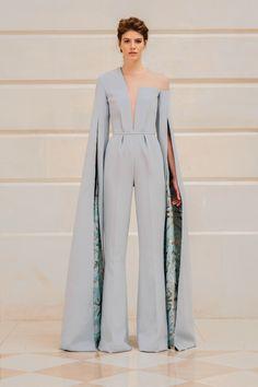 Rami Al Ali, haute couture collection: Blue crepe jumpsuit with uneven nec. Rami Al Ali, # Haute Couture-Kollektion: Blauer . Rami Al Ali, Live Fashion, Fashion Show, Fashion Design, Fashion Goth, Latest Fashion Trends, Runway Fashion, Paris Fashion, Fashion Ideas