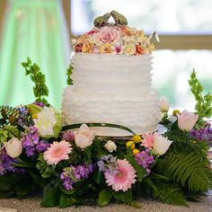 Wedding Cake Wednesday: The Princess and the Frog Ruffle Cake #Princess #Frog #Disney #wedding #cake #Wednesday