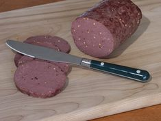 How does the sausage get made? This recipe for homemade venison sausage is simple and mess-free. Trail Bologna Recipe, Deer Bologna Recipe, Bologna Recipes, Venison Bologna Recipe, Homemade Summer Sausage, Summer Sausage Recipes, Venison Sausage Recipes, Homemade Sausage Recipes, Deer