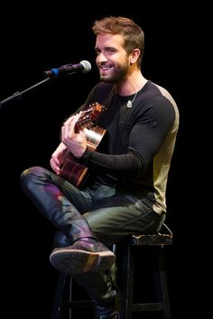 Pablo Alboran poses for a photograph before the Latin Grammy Acoustic Session at the AT&T Performing Arts Center on October 2015 in Dallas, Texas. Mens Leather Pants, Tight Leather Pants, Carlo Rivera, Masculine Style, Hot Actors, Attractive Men, Leather Fashion, Men's Fashion, Black Men