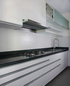 diseno de cocina en esquina en blanco brillante | Kitchens ...