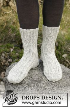 Free knitting patterns and crochet patterns by DROPS Design Knitted Socks Free Pattern, Knitting Patterns Free, Free Knitting, Drops Design, Cable Knit Socks, Knitting Socks, Crochet Needles, Knit Crochet, Groomsmen