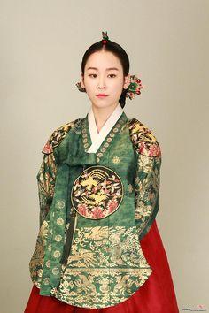 Korean Traditional Dress, Traditional Fashion, Traditional Dresses, Korea Fashion, Ethnic Fashion, Asian Fashion, Dynasty Clothing, Korea Dress, Modern Hanbok