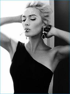 I hate smoking but damn, Kate Winslet looks unbelievably sexy here. Photographer, Alexi Lubomirski for Harper's Bazaar UK April 2013 Women Smoking, Girl Smoking, Pretty People, Beautiful People, Gorgeous Women, Beautiful Models, Lr Beauty, Foto Fashion, Fashion Beauty