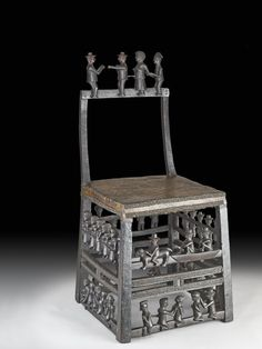Royal chair (with figures) made of wood, hide, brass. African Crafts, African Art, Share Chair, Royal Chair, African Furniture, African House, Indigenous Art, Made Of Wood, Tribal Art