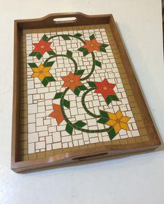 Mosaic Tray, Mosaic Pots, Mosaic Garden, Mosaic Glass, Glass Ceramic, Mosaic Designs, Mosaic Patterns, Design Patterns, Mosaic Crafts