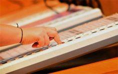 पश्चिम बंगाल में दो सीटों पर उपचुनावों के लिए मतदान शुरु कोलकाता: पश्चिम बंगाल की एक लोकसभा सीट और एक विधानसभा सीट के लिए उपचुनावों के तहत मतदान आज कडी सुरक्षा के बीच शुरु हो गया। चुनाव आयोग के अधिकारियों ने बताया कि उत्तरी 24-परगना जिले की लोकसभा सीट बोंगांव (सुरक्षित) और नादिया जिले की …