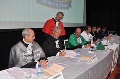 Novos diretor e vice da FCA/Unesp são empossados -   Aconteceu nesta sexta-feira, dia 27, a transmissão das funções de diretor e vice-diretor da Faculdade de Ciências Agronômicas (FCA) da Unesp, câmpus de Botucatu, aos professores Carlos Frederico Wilcken e Dirceu Maximino Fernandes, eleitos para o exercício do mandato de janeiro de 2017 a - http://acontecebotucatu.com.br/geral/novos-diretor-e-vice-da-fcaunesp-sao-empossados/