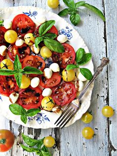 The best see-ya-later-summer Caprese salad. Healthy for the eyes and great in the stomach. Milk Recipes, Salad Recipes, Cooking Recipes, Healthy Salads, Healthy Eating, Healthy Recipes, Clean Eating, Gula, Good Food
