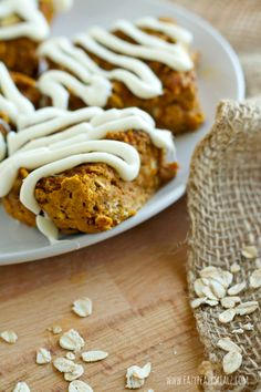 Pumpkin Baked Oatmeal Squares: A healthy, tasty way to use oatmeal and enjoy a snack! These are great for making ahead and grabbing and going when you need a snack. - Eazy Peazy Mealz