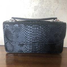 be3affe122a2 |2018 Новый Для женщин Сумки черный Змеиный цепи Крышка сумки на плечо сумка  Crossbody Flap Сумки женские сумки оптом купить на AliExpress