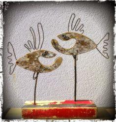 Duo de comiques, poissons clowns en bois flotté et métal
