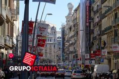 Carrer de Pelai, Barcelona. Grup Actialia ofrece sus servicios en Barcelona: Diseño web, Diseño gráfico, Imprenta y Rotulación. www.grupoactialia.com