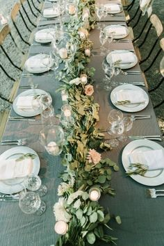 Tablescape, Venue, Beaulieu Garden; Flowers, Oak & The Owl; Planning and Event Design, Rosemary Events; Photo: The Edges Wedding Photography - California Wedding http://caratsandcake.com/BlairandJames
