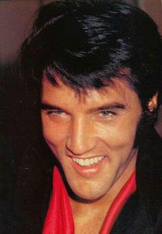 Elvis at his BEST!  So handsome, WOW!