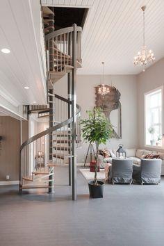 Fra kirke til familiehjem - Byggmakker+ Divider, Room, Furniture, Home Decor, Bedroom, Decoration Home, Room Decor, Rooms, Home Furniture