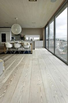 Piso de madera - Scandinavian Design Interior Spaces - I like how white and cream is used , it shows less is more , and white shows a clean and large space Home Design, Design Ideas, Design Inspiration, Floor Design, Room Inspiration, Scandinavian Interior Design, Scandinavian Style, Modern Interior, Nordic Interior Design