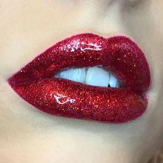 Glossy red glitter lip 💋