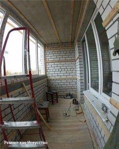 Как утеплить лоджию    Лоджию необходимо утеплять. Бетонные плиты и пластиковые окна никак не сохраняют тепло. Наоборот, неутепленная лоджия зимой превращается в холодильник. Факт — щелей нет, ветер не дует, а на лоджии едва держится 0 градусов по цельсию. За пример мы взяли стандартную лоджию: в ширину 1.4 метра, длина 4 метра, высота 2.7 метра. Снаружи лоджия будет обшита обычной вагонкой. Стиль, конечно, деревенский, но практичный.    Главное не перестараться с морилкой и не превратить…