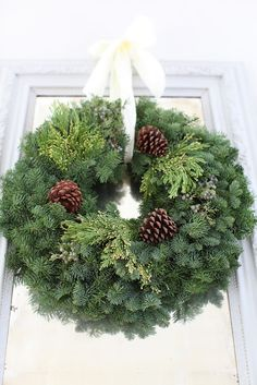 Love the simplicity of this natural wreath
