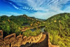 The great wall of China. What to do when visiting China. Who built the wall and why was it built? Everything you need to know about the great wall of China. In China, Stowe Gardens, Shanghai, Nepal, Peking, Hongkong, Visit China, Great Wall Of China, Vacation Deals