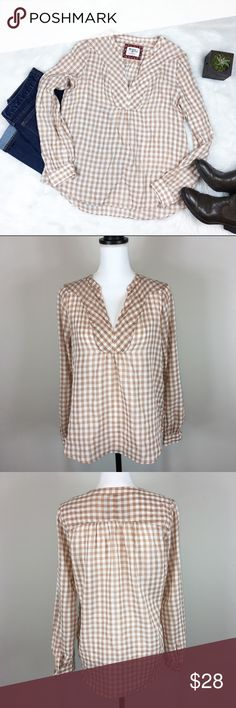 Holding Horses Tan & White Plaid Blouse Anthropologie's Holding Horses tan & white plaid blouse. Size 2. Approximate measurements flat laid are 24' front length, 26' back length, 23' sleeve, and 19' bust. GUC with no major flaws and basic wear. ❌No trades ❌ Modeling ❌No PayPal or off Posh transactions ❤️ I 💕Bundles ❤️Reasonable Offers PLEASE ❤️ Bundle & SAVE❗️❗️ Anthropologie Tops Blouses