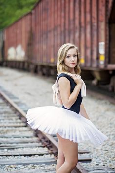 south carolina dance photography | South Carolina Governor's School for the Arts | SCGSAH | Greenville photographer | pointe | ballet | modern dance | senior portrait ideas for girls | pickens photographer | railroad tracks photography | train